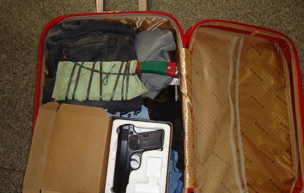 行李箱.jpg