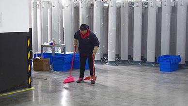 安检门工厂全体参加清扫 清洁环境人人爱护