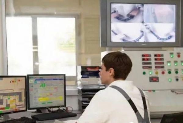 电子直线加速器的控制系统